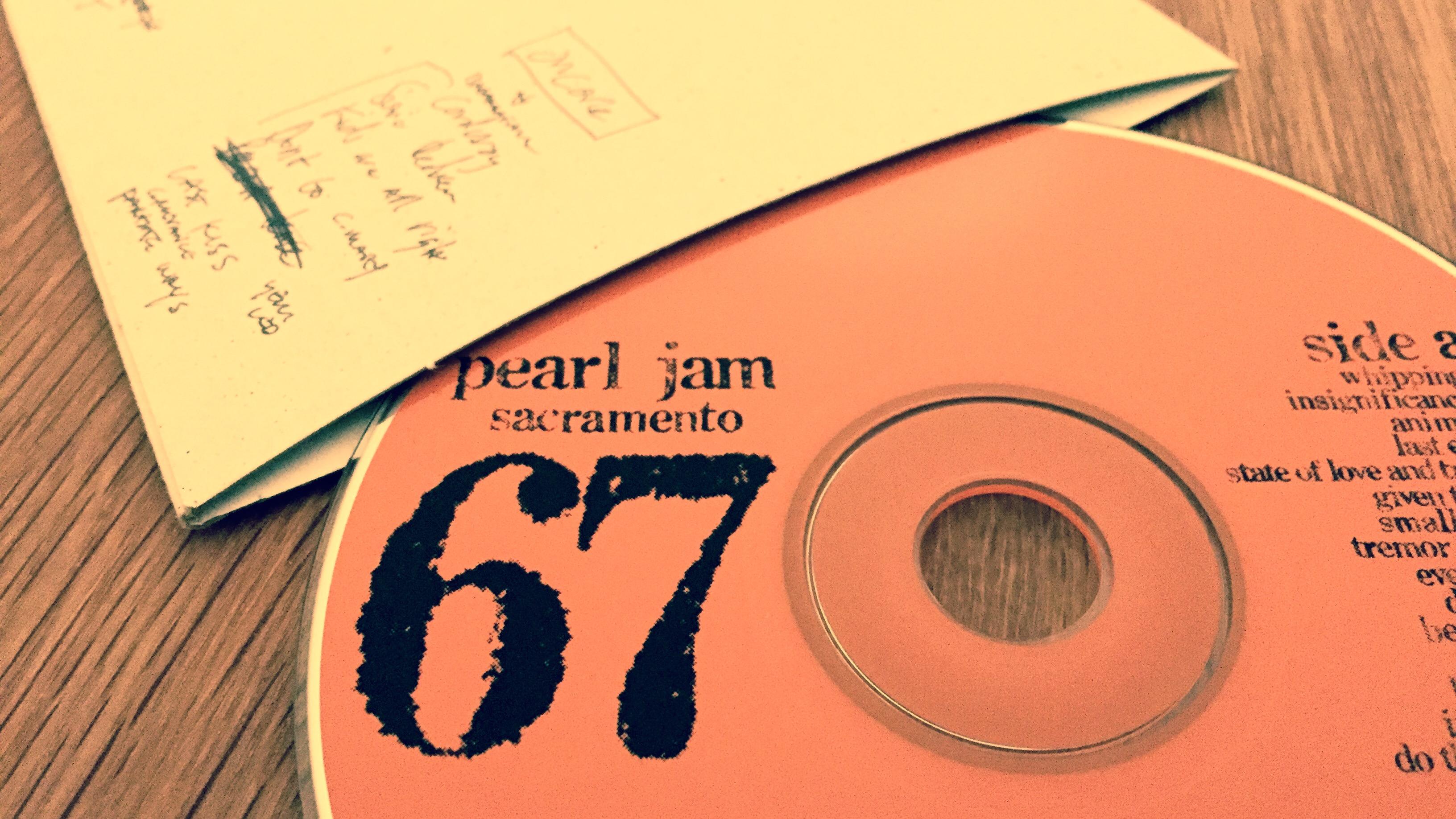 Pearl Jam official bootleg #67 (2001) 10/30/00 Sacramento California